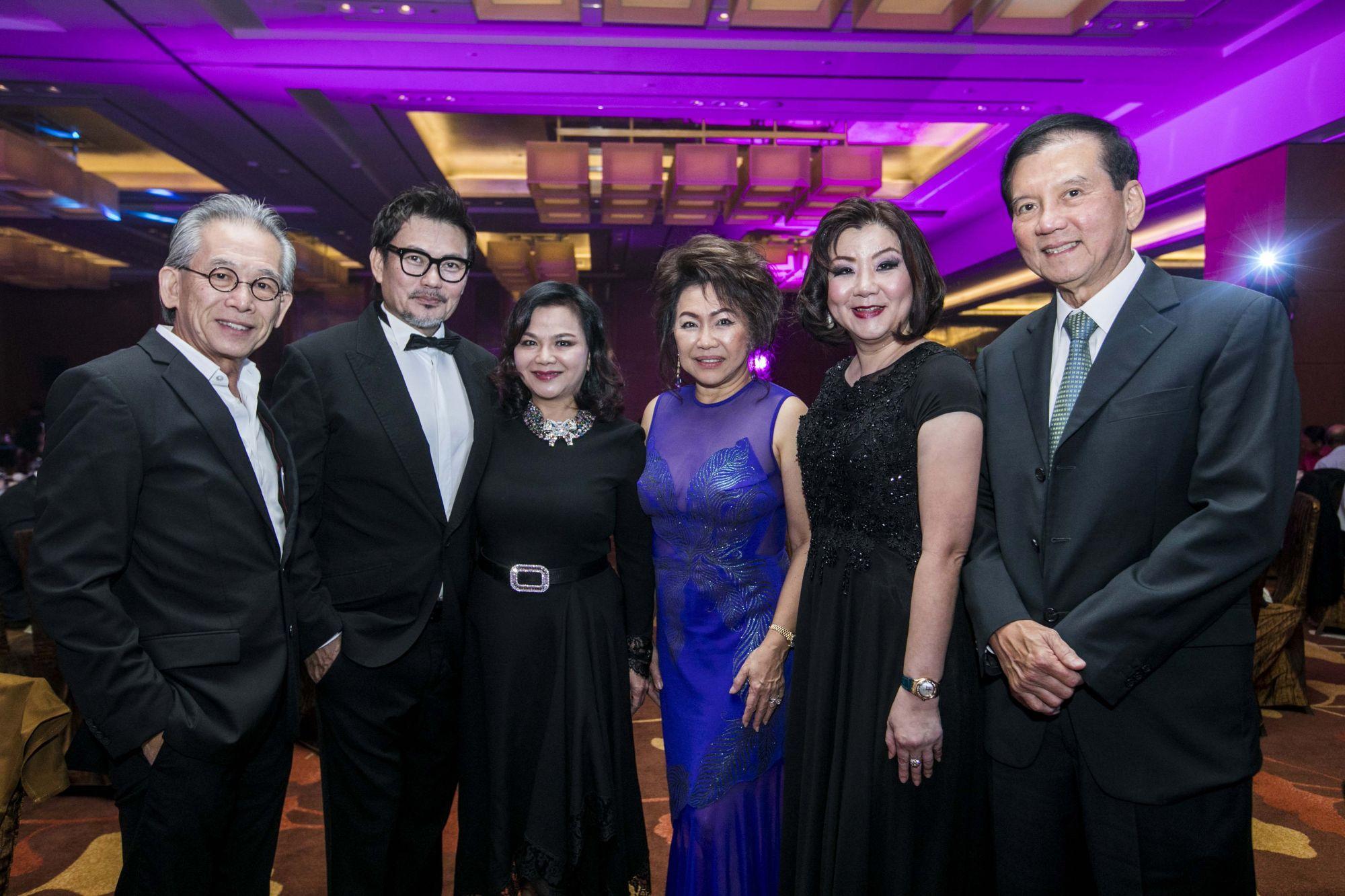 Simon Ong, Mervin Wee, Jean Yip, Lucy Ooi, Carol Tan, Alex Ooi