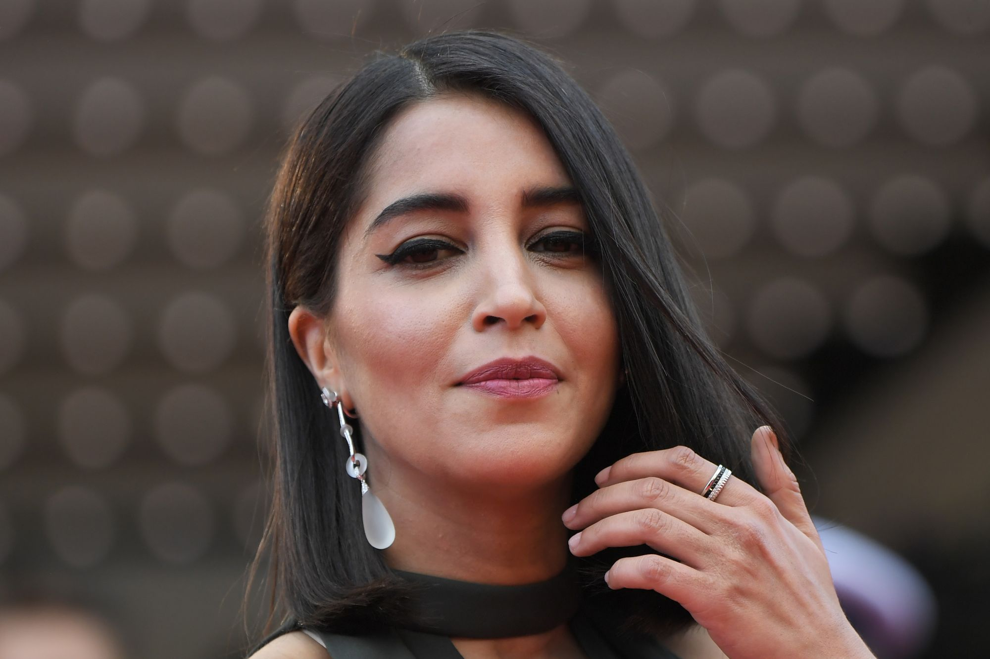 French actress Leïla Bekhti walked the red carpet in a black dress, accessorized with Boucheron 'Gouttes' pendant earrings made of rock crystal, white gold and diamonds.