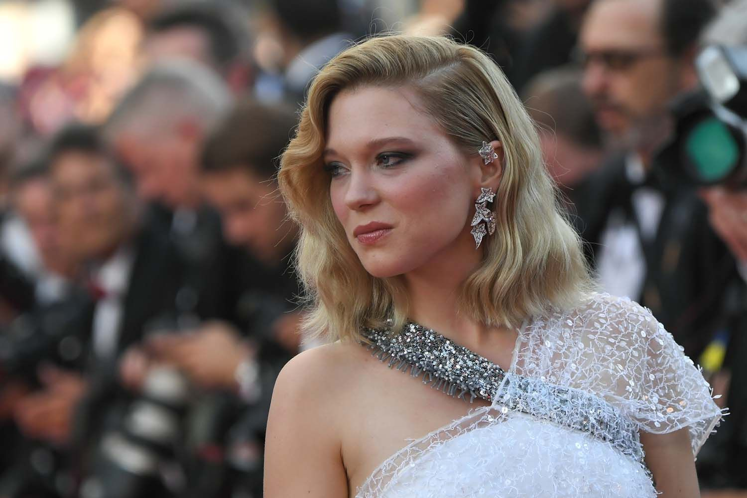 Beautifully coordinated with Léa Seydoux's dress, Boucheron's 'Lierre de Paris' asymmetric diamond and white gold pendant earrings lit up the red carpet.