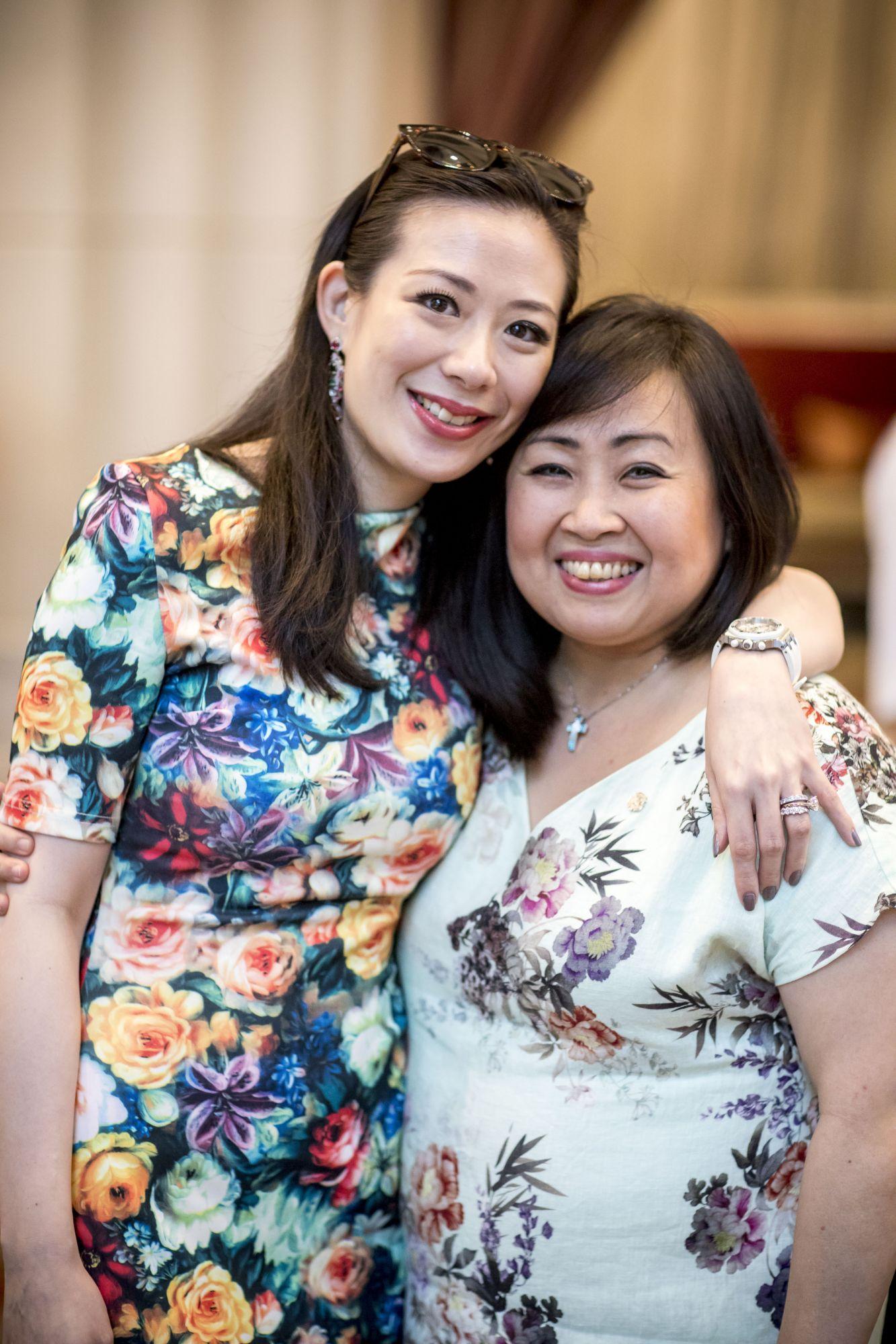 Stephanie Lee, Debbie Setiawan