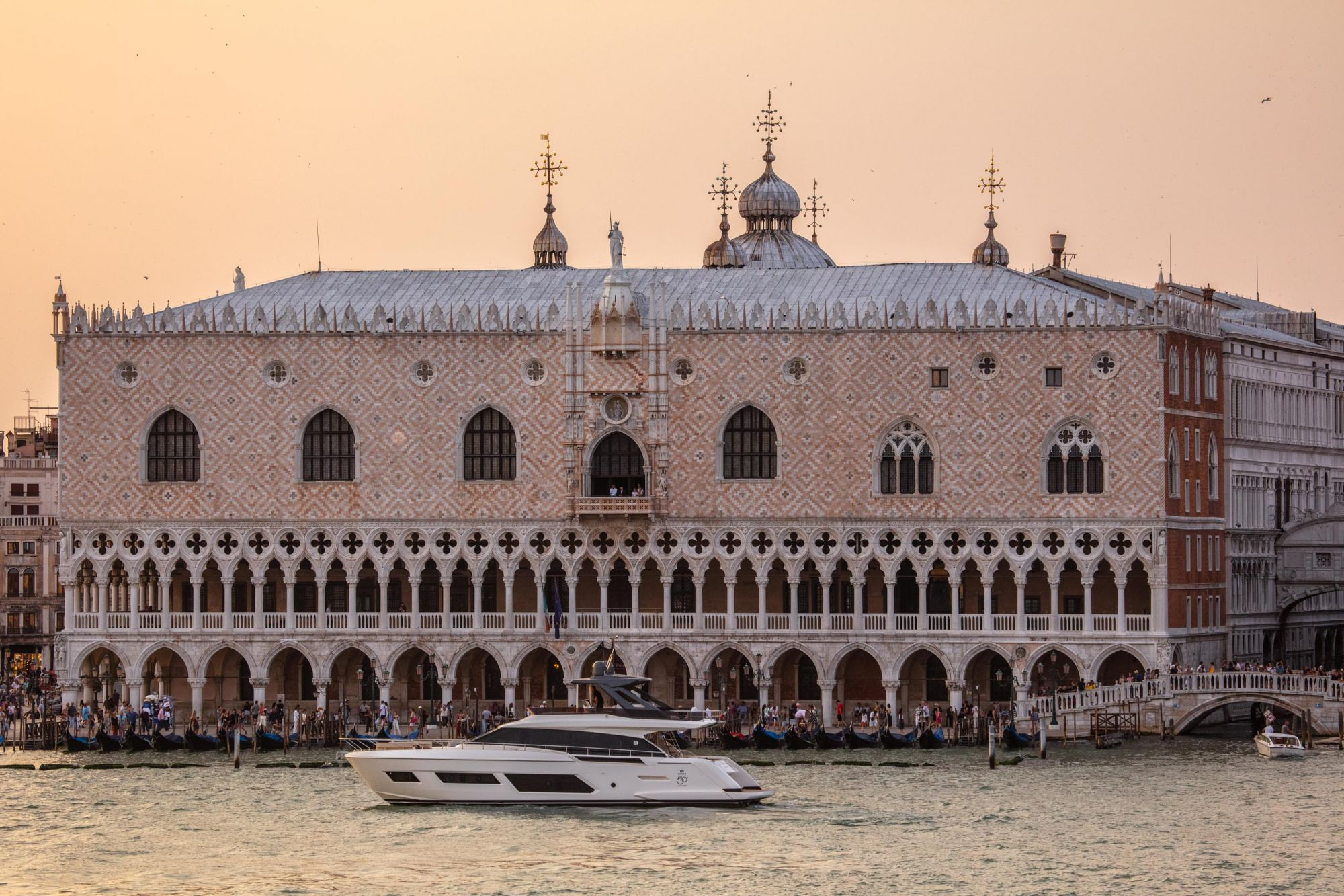 Ferretti Yachts 670 in front of the Palazzo Ducale