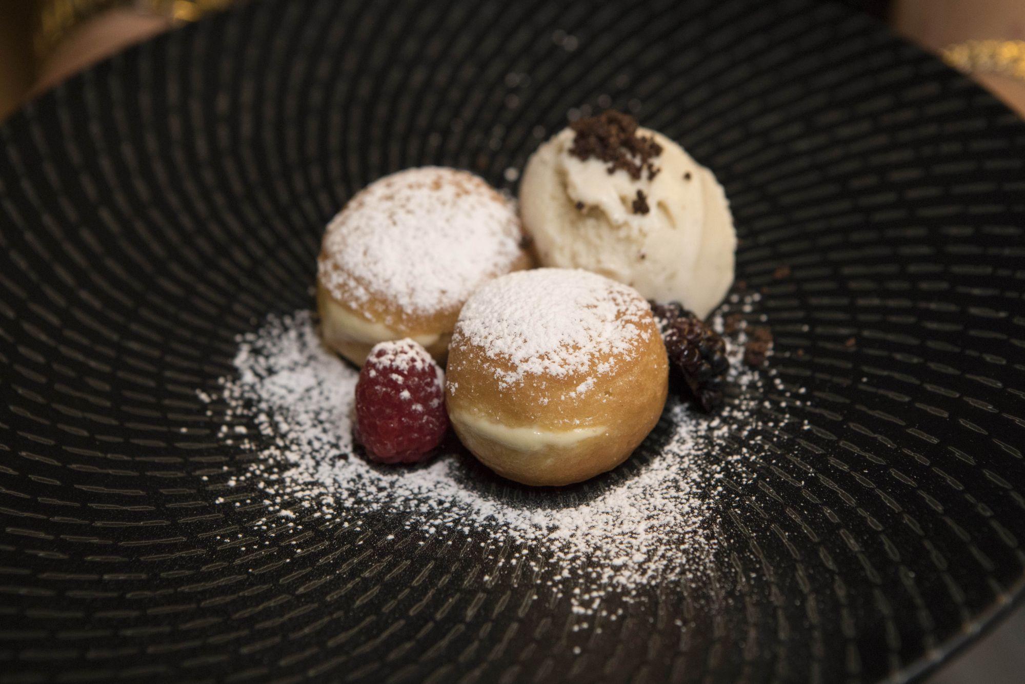 Bombolini with vanilla ice cream
