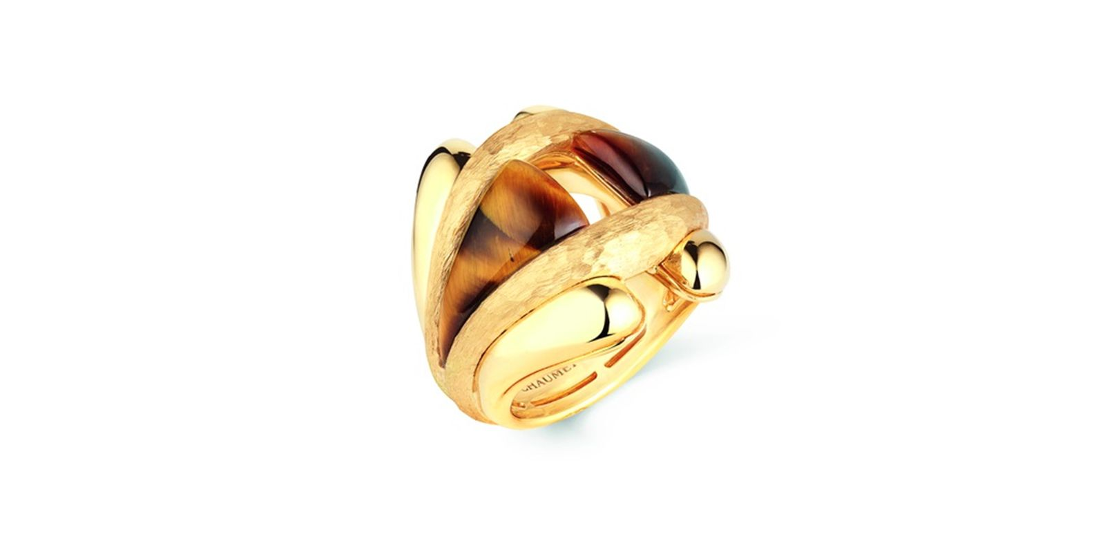 Ring in yellow gold set with a tiger's eye gemstone. Talismania, Trésors d'Afrique, Chaumet