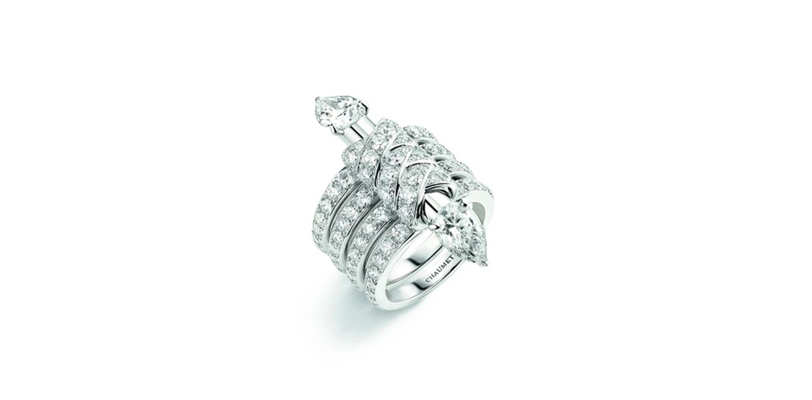 Ring in white gold, set with two pear-shaped D VVS1 diamonds of 1.09 and 1.06 carats, and brilliant-cut diamonds. Cascades Royales, Trésors d'Afrique, Chaumet