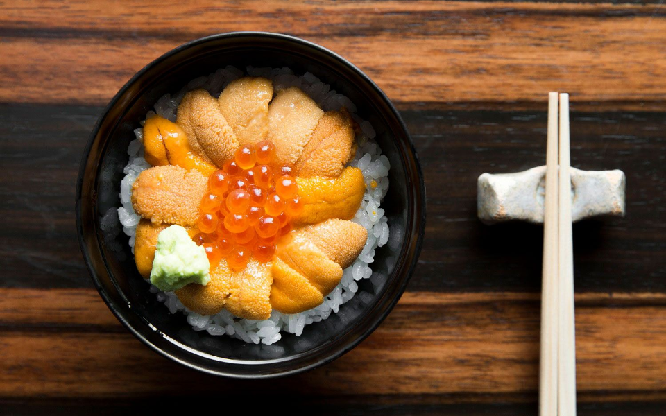 Sea urchin and salmon roe set on rice (Photo: Courtesy of Marina Bay Sands)