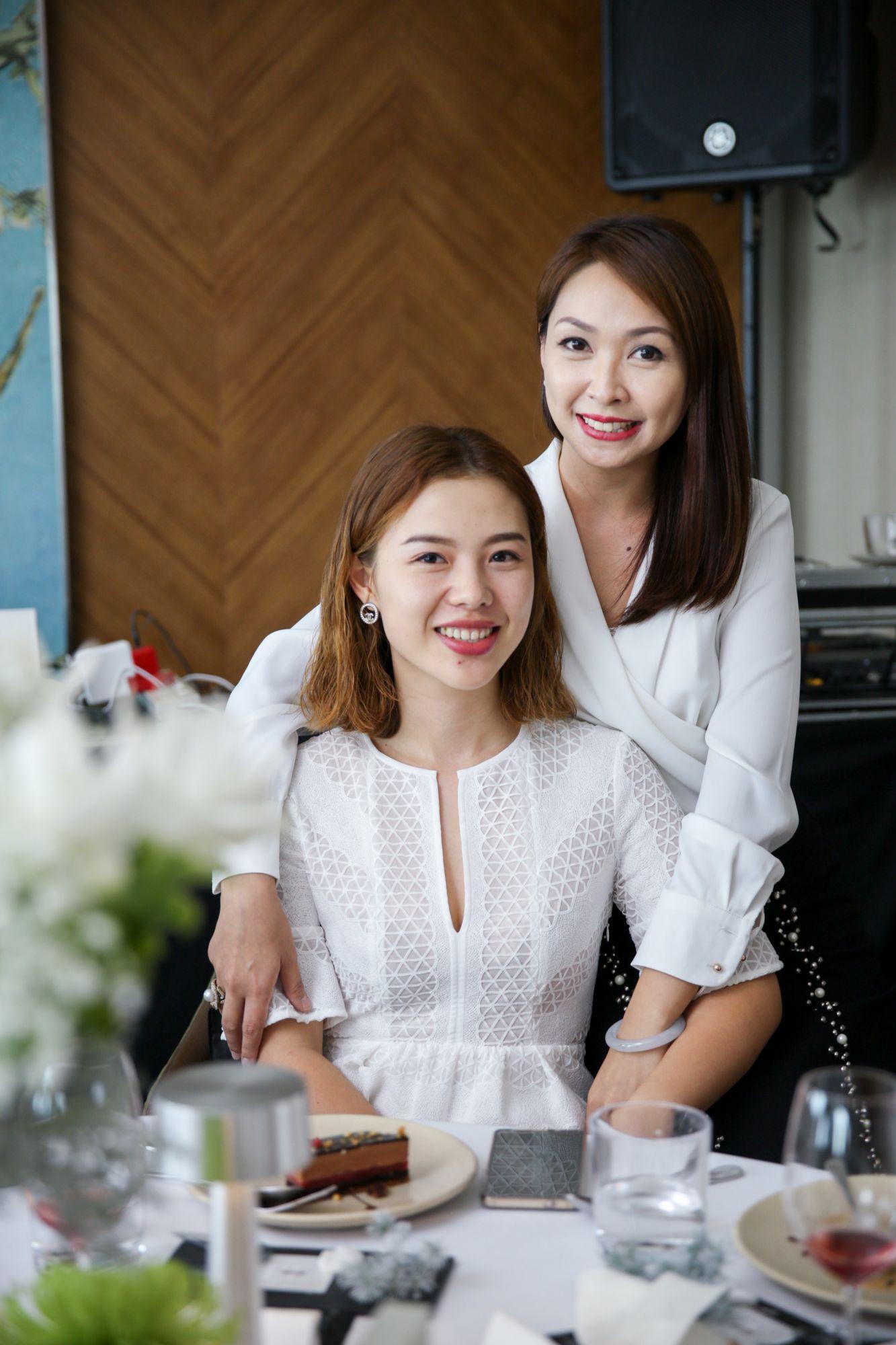 Eva Yan, Kelly Keak