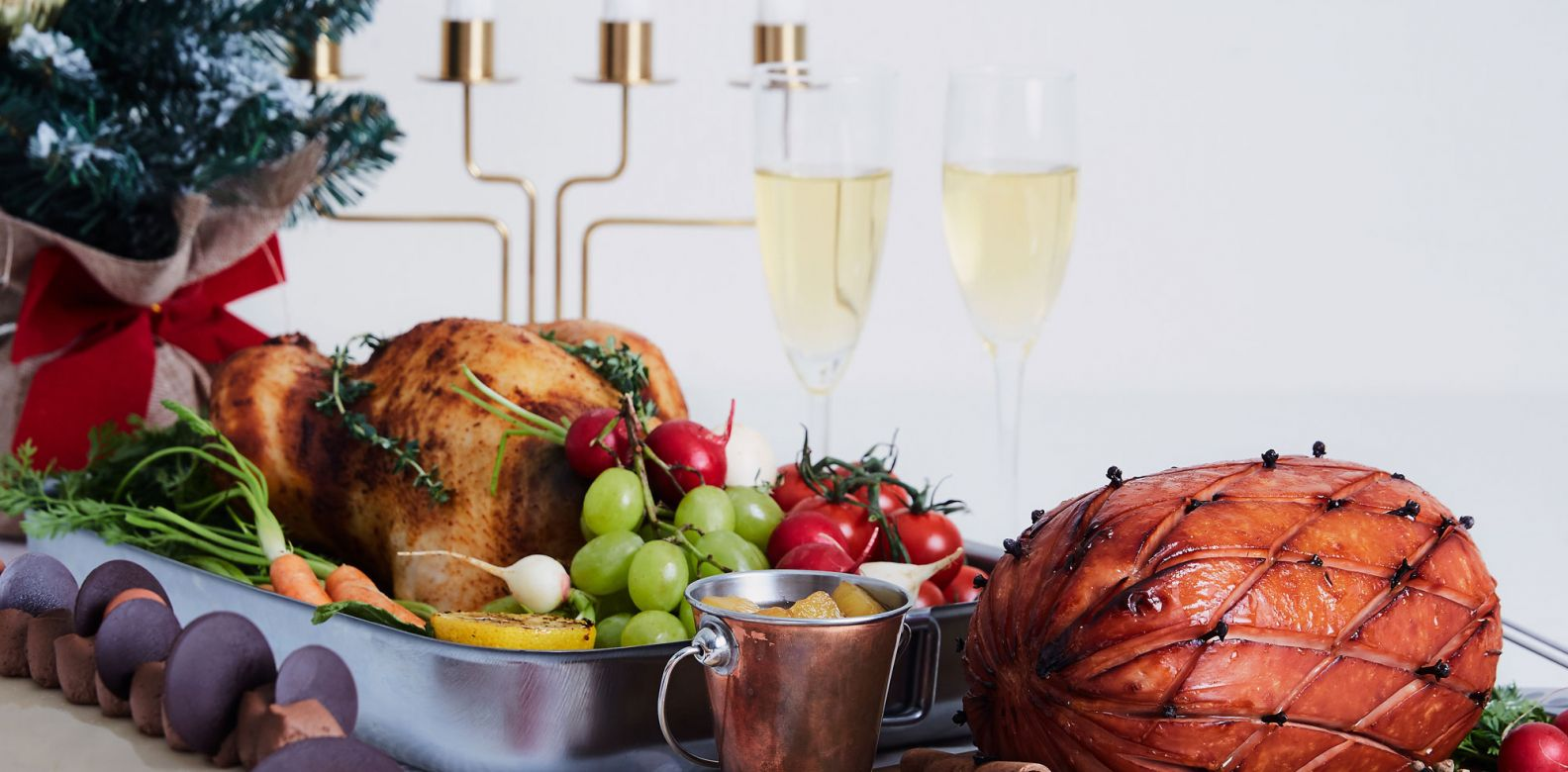 The Festive Set B which comes with the ham and chicken