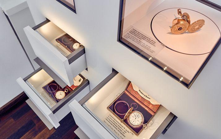 博物館內歷史懷錶展示與介紹by Glashütte Original。