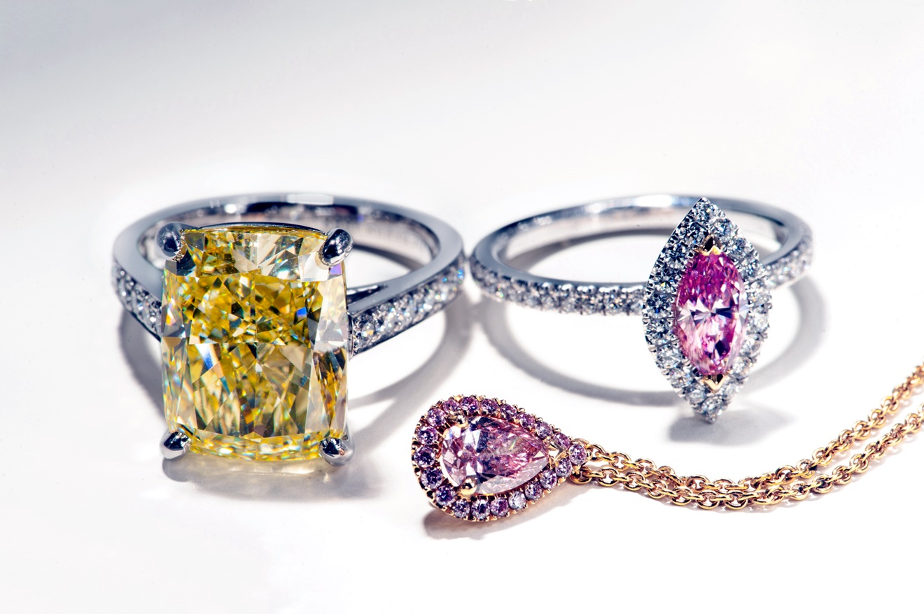 De Beers台北101旗艦店高級珠寶展出的彩鑽作品by De Beers。
