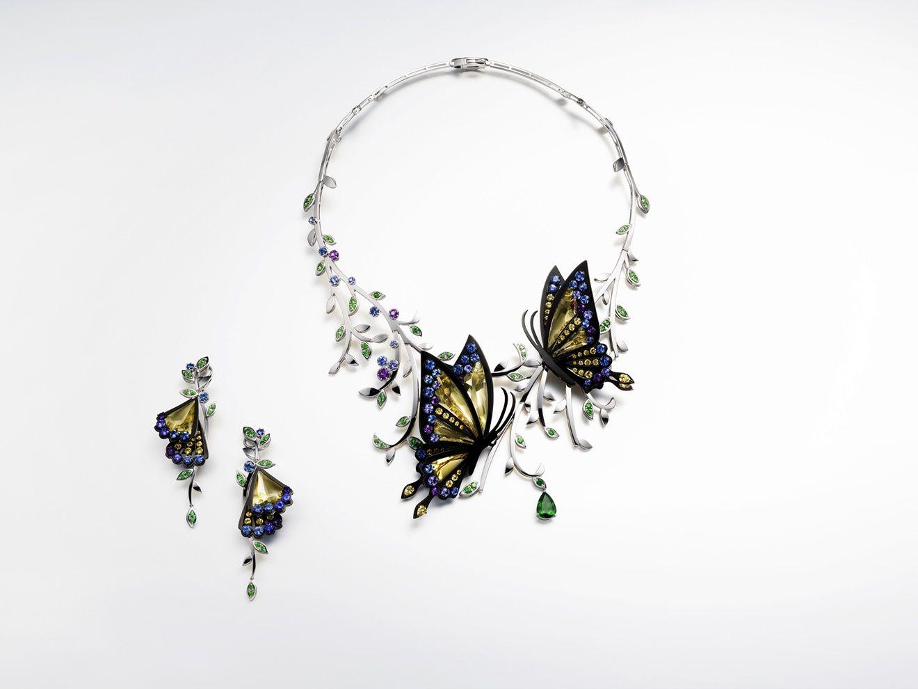 operatic diva 彩寶項鍊與耳環by Tasaki。