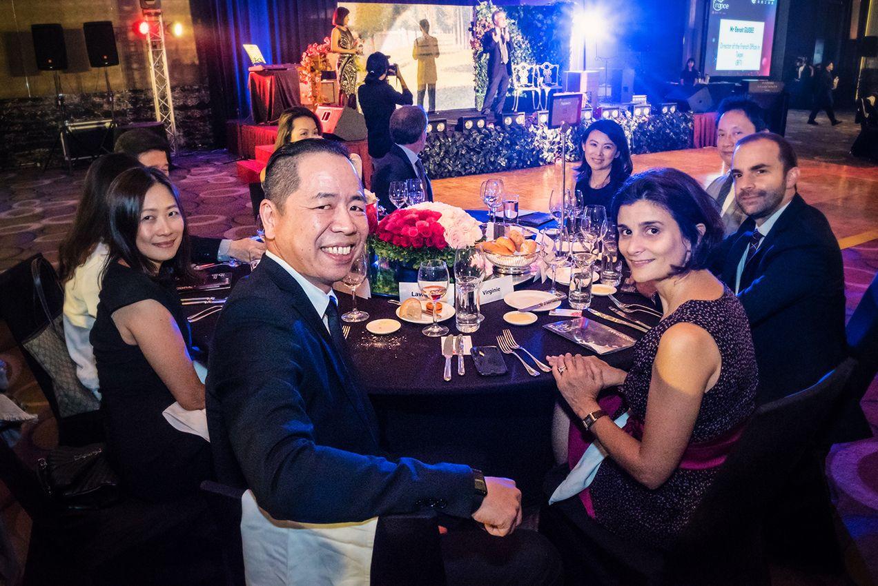 鑽石贊助商台灣家樂福貴賓桌、左一為總經理王俊超
