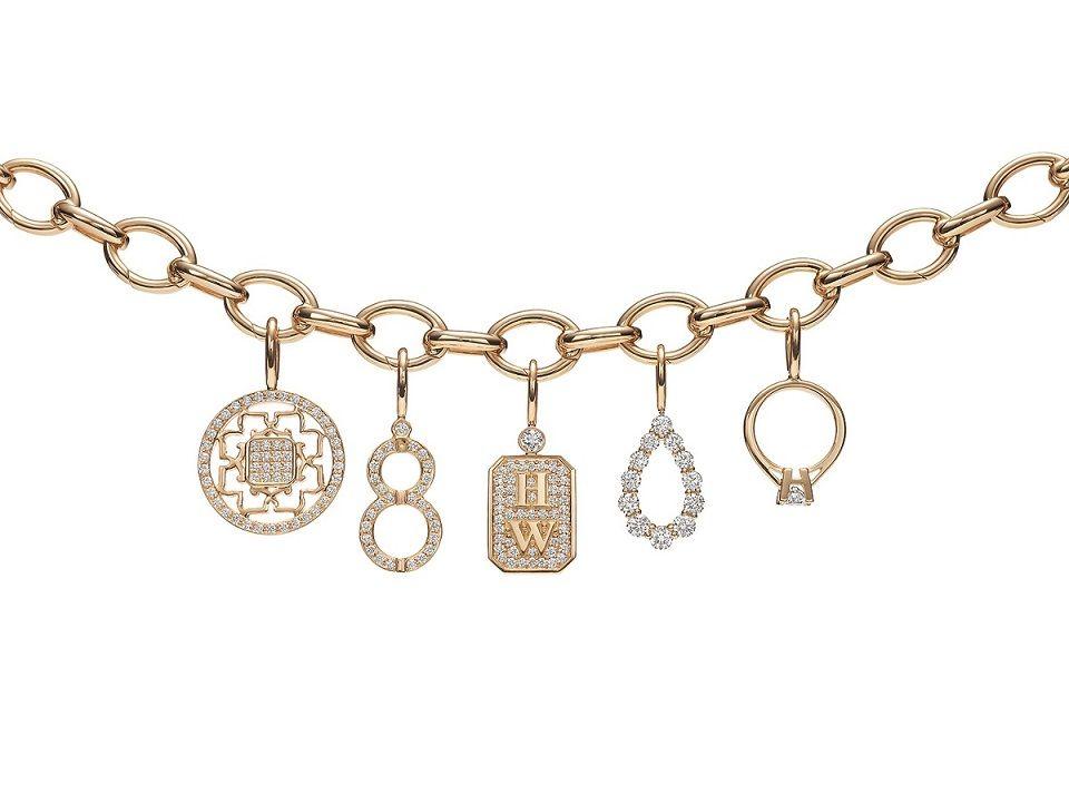 海瑞溫斯頓Charms系列亦有18K黃金材質手鍊及多款鍊墜可隨意搭配。