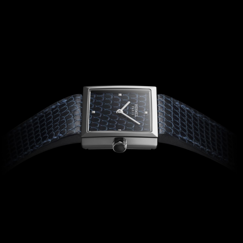 Carré Cuir 腕錶by Hermes。