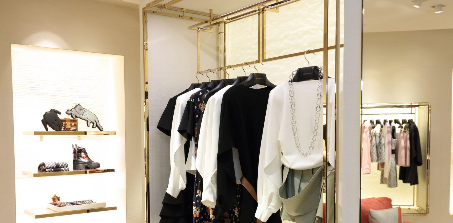 LV 早春系列呈現摩登時尚的前衛風格。