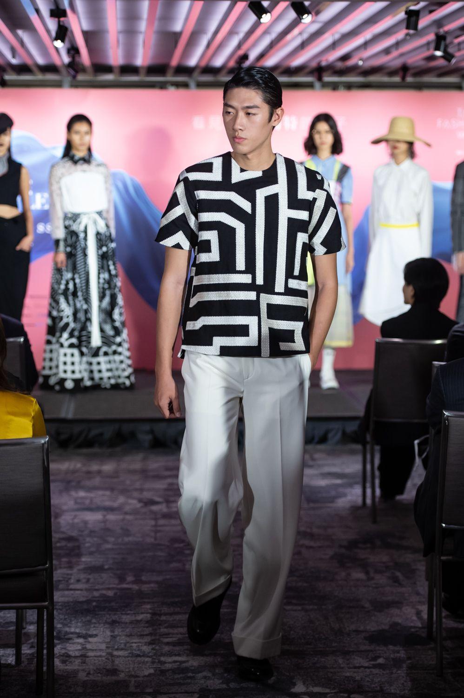 模特展示 Silzence 東裝男服系列。