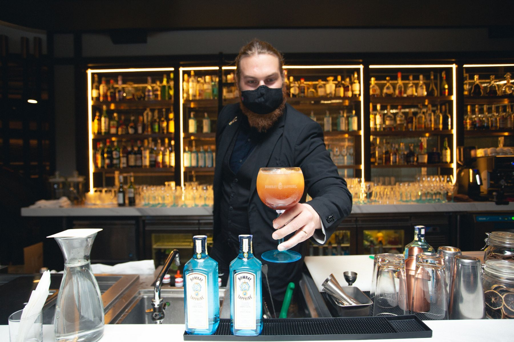 Mixologist Jonas Ax mixing a Bomaby Sapphire Gin.